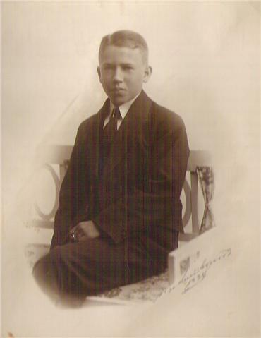 Konfirmeret Palmesøndag år 1924.